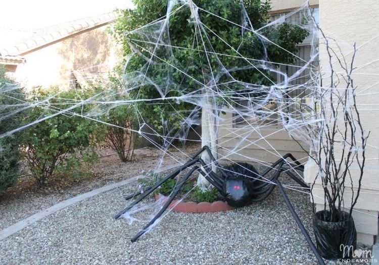 Паутина на Хэллоуин своими руками: варианты из марли, из веревки, из бумаги и из бисера