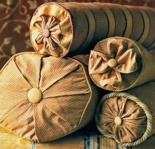 1491758882_cb809a1a365852e273fa534fb7b37a8507eb362a Шьем наволочку на подушку пошагово: с запахом, с ушками, круглую