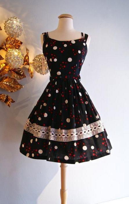 450fbcd8c1b ... платье с пышной и красивой юбкой-солнце набирает обороты популярности и  красоты. Так как это довольно популярная и модная модель платья