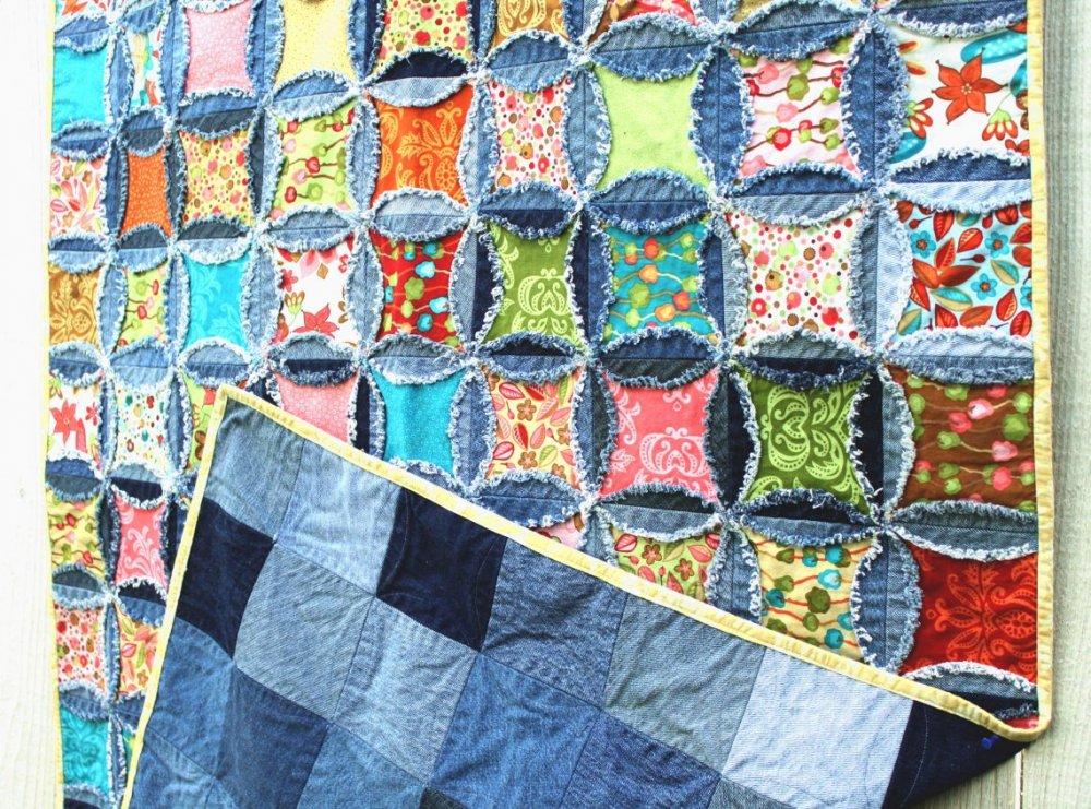1499021675_chto-mozhno-sshit-iz-staryh-dzhinsov-svoimi-rukami-so-shemami-2-1140x845 Плед из старых джинсов своими руками, выбор формы и размера